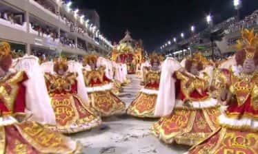 Porto da Pedra 374x224 - Porto da Pedra transformou a passarela do samba em um desfile de moda