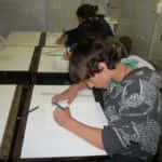 Lenim desenhando Thayane 150x150 - Desenhos dos Alunos da Oficina de Desenho Artístico 2002 a 2017